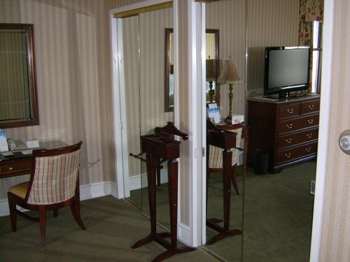 hotelroom3